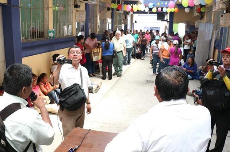 Los maestros reclaman que el Ministerio de Educación que les exigen calidad educativa pero no les da los insumos. (Foto Prensa Libre: Cristian Icó)