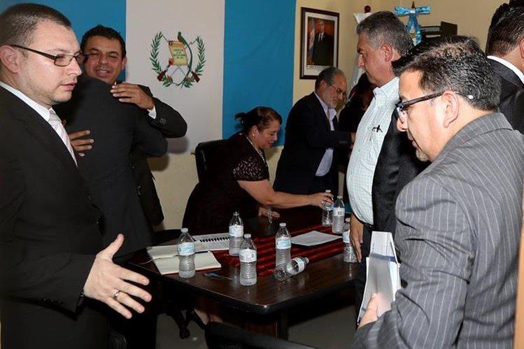Dirigentes de Fedefut y CDAG acudieron a la cita de la Comisión del Deporte del Congreso por suspensión de la Fifa. (Foto Prensa Libre: Carlos Vicente).