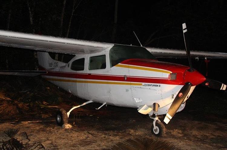 Avioneta localizada por autoridades en Poptún, Petén. (Foto Prensa Libre: PNC)