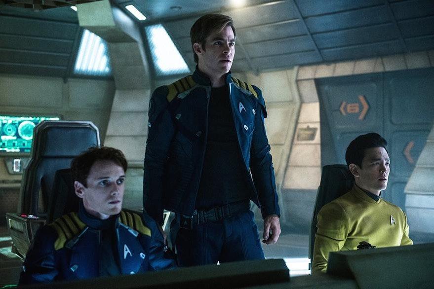 Anton Yelchin, -izquierda- Chris Pine -centro- y  John Cho -derecha- en una escena de Star Trek. (Foto Prensa Libre: AP)