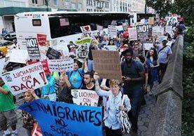 Inmigrantes y activistas protestan contra el fin del Daca, en Nueva York. (Foto Prensa Libre: AFP)