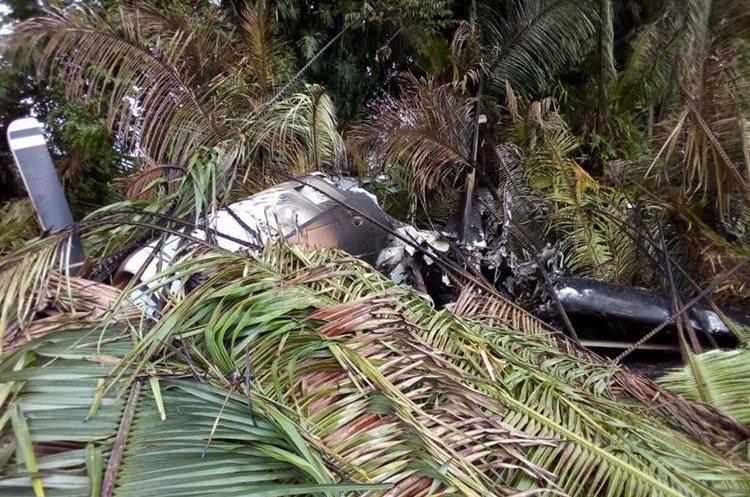 Una de las aeronaves estaba quemada, informaron las autoridades. (Foto Prensa Libre: Cortesía)
