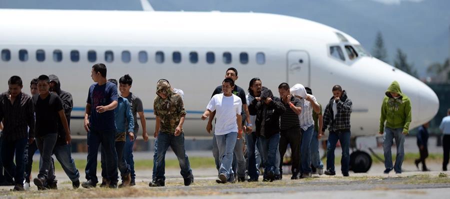 Nuevos migrantes deportados retornan a Guatemala durante redadas en EE.UU.<br />