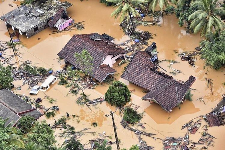 Vista aérea de una zona completamente inundada en Kaluthara, a 80 kms de Colombo, Sri Lanka. (Foto Prensa Libre: EFE)