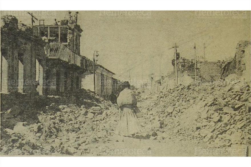 El  campanario de La Merced parcialmente destruido por el terremoto de 1917. Fotografía publicada el 27/12/1972. (Foto: Hemeroteca PL)