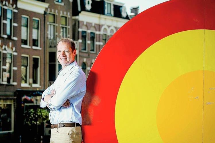 El director general del Tour de Francia, Christian Prudhomme, posa en el centro de Utrecht, punto de salida de la 102ª edición el próximo 4 de julio. (Foto Prensa Libre: EFE)