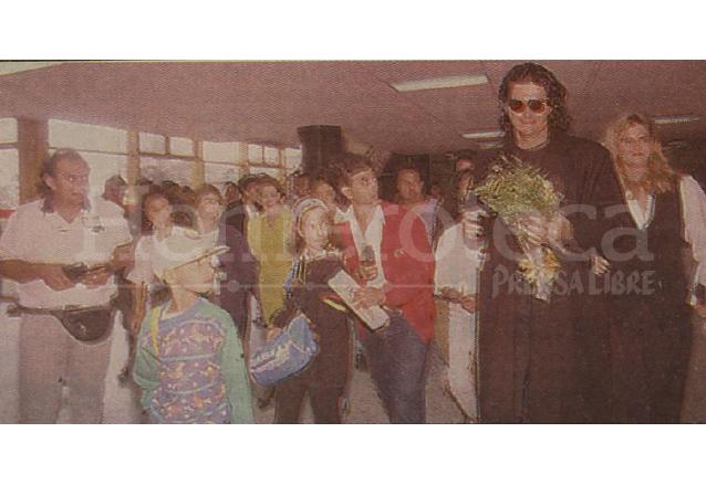 Retorno de Ricardo Arjona a Guatemala ya como una estrella internacional el 6 de diciembre de 1993. (Foto: Hemeroteca PL)