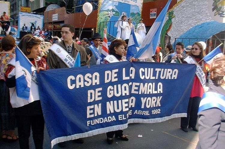 En Estados Unidos una representación de guatemaltecos participa en el desfile del Día de la Hispanidad en Nueva York Estados Unidos