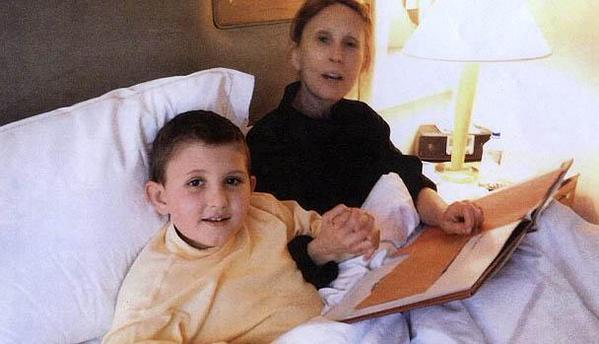 Gigi Jordan figura junto a su hijo de 8 años al que mató de una sobredosis de medicamentos. (Foto Prensa Libre: Internet).