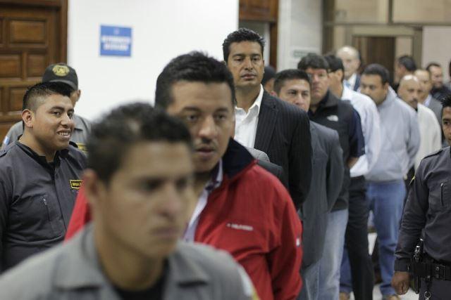 Implicados en el caso Cooptación del Estado ingresan a la Sala de Vistas de la CSJ.(Foto Prensa Libre: Edwin Bercián)