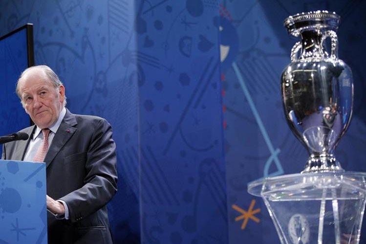 Jacques Lambert, presidente del comité organizador de la Eurocopa, durante la conferencia de prensa de este miércoles. (Foto Prensa Libre: AP)
