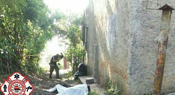 Guadalupe Cifuentes, de 16 años, fue hallada muerta en la zona 4 de Villa Nueva. (Foto Prensa Libre: Bomberos Municipales Departamentales)
