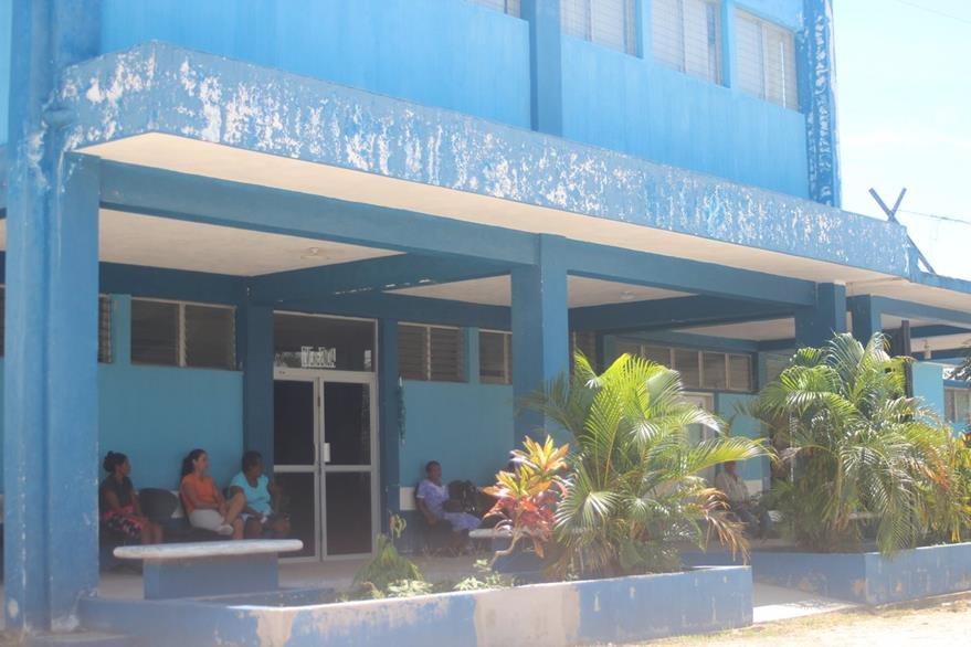 Fachada del nosocomio en Melchor de Mencos, Petén. (Foto Prensa Libre: Rigoberto Escobar)