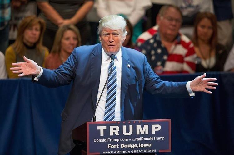 El candidato republicano, Donald Trump, durante un discurso de campaña en Iowa. (Foto Prensa Libre: AFP).