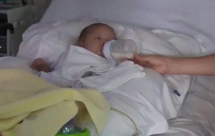 Irvin Estrada, de dos meses de edad, salió este jueves del intensivo. (Foto Prensa Libre: Cortesía)