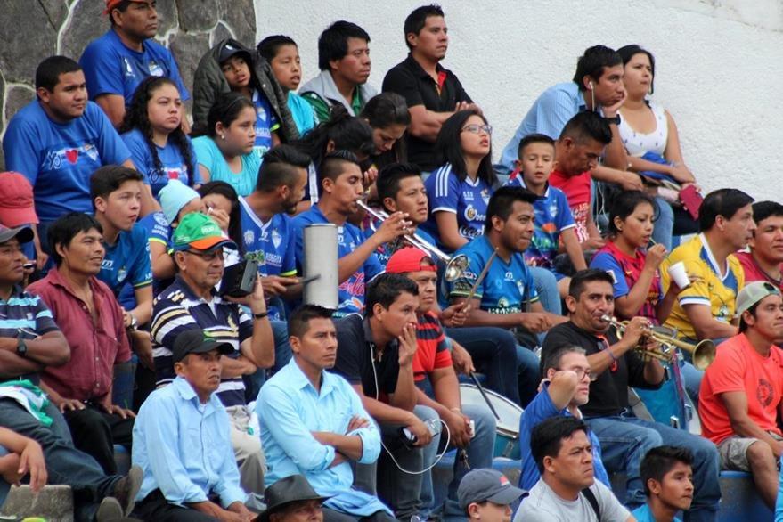 Aficionados que apoyaron al Cobán Imperial. Foto Prensa Libre: Eduardo Sam Chun