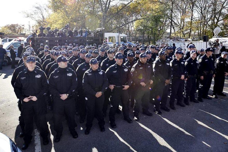 Integrantes del Comando de Respuesta Crítica de la Policía de Nueva York están en alerta. (Foto Prensa Libre: EFE).