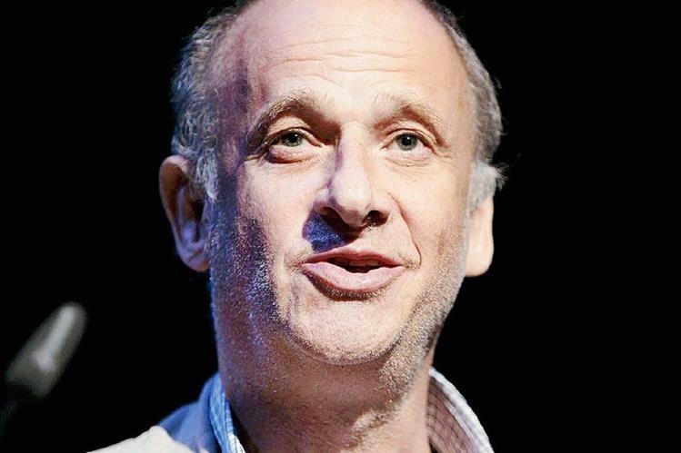 Bondy nació en Zúrich el 17 de julio de 1948 en una familia de origen judío con profundas raíces en el mundo del teatro.