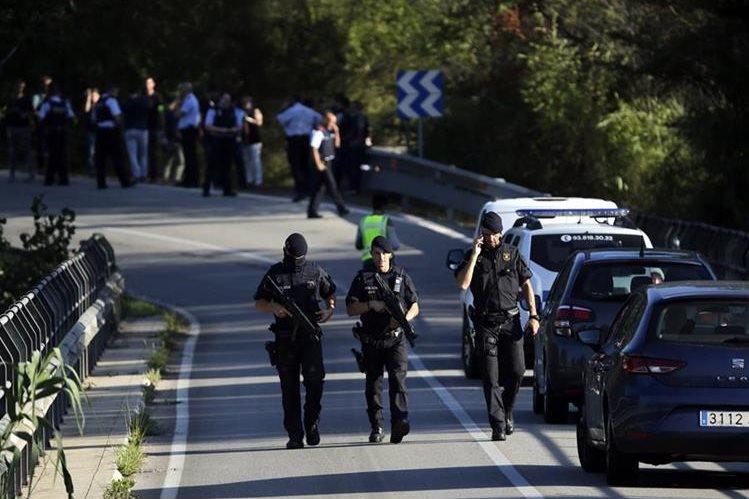 Las fuerzas policiales han emprendido una ola de señalamientos contra otras autoridades, lo que ahonda la tensión independentista en Cataluña. (Foto Prensa Libre: AP)