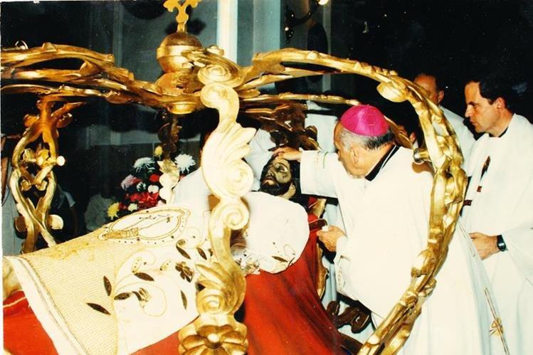 Consagración del Señor Sepultado del Calvario el 19 de noviembre de 1989. (Foto: Hemeroteca PL)