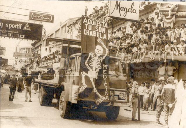 Huelga de Dolores en la década de 1970 pasando por la sexta avenida. (Foto: Hemeroteca PL)