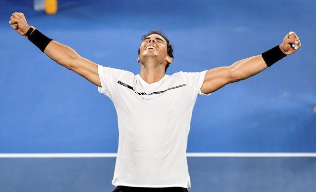 El tenista español Rafael Nadal celebra su victoria en la semifinal del Abierto de Australia. (Foto Prensa Libre: EFE)