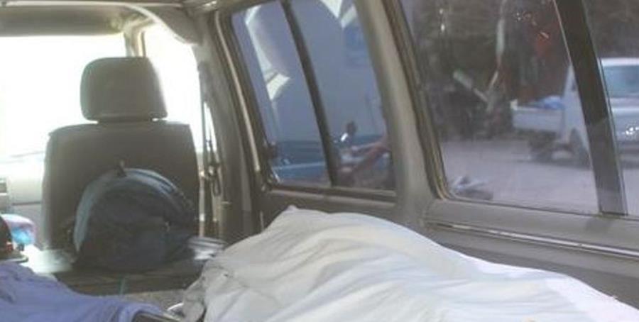 Ambulancia en la que murió la mujer y su hijo menor. (Foto Prensa Libre: Víctor Gómez).