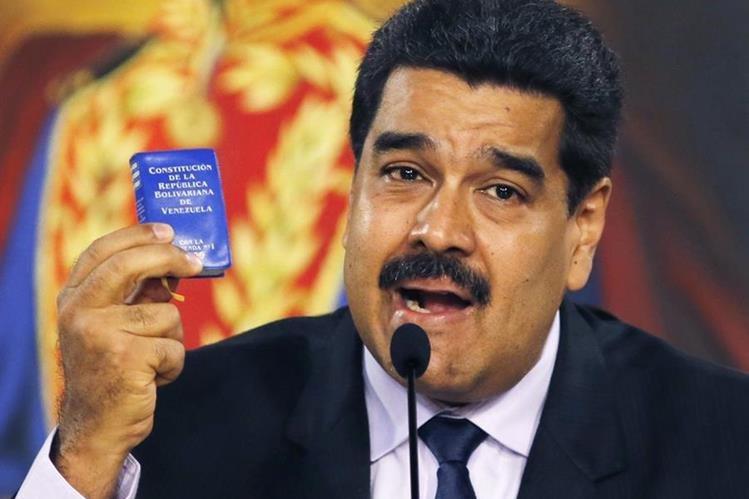 Asamblea pide al presidente de Venezuela, Nicolás Maduro, comprobar su país de nacimiento. (Foto Prensa Libre: AP).