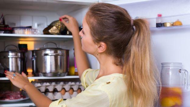 Es aconsejable guardar los alimentos en pequeñas porciones. (Foto Prensa Libre: Getty Images)