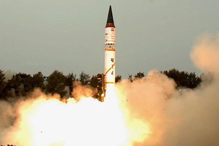 India ensayó con éxito su misil balístico nuclear intercontinental Agni V. (EFE).
