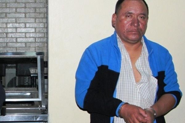 """<p>Un hombre que se defendió de un presunto delincuente fue capturado en un sector de la zona 1. (Foto Prensa Libre: PNC)<br _mce_bogus=""""1""""></p>"""