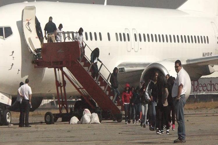 25 mil 872 personas han sido retornadas por vía aérea desde EE. UU., en 2017. (Foto Prensa Libre: Hemeroteca PL)