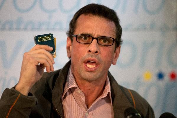 """Henrique Capriles, dirigente opositor pide desconocer """"estado de Excepción"""".(AP)."""