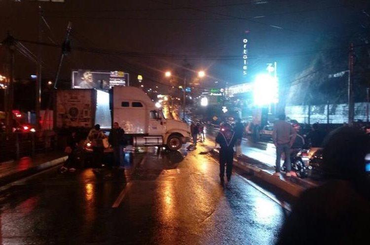 Vista general de una de las colisiones cerca del puente Belice. (Foto: @Hugogodoy8 / Twitter)