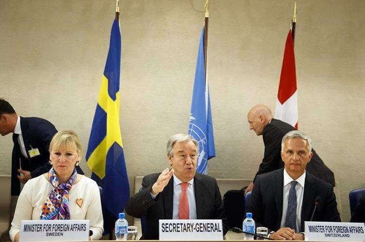 Antonio Guterres, centro, secretario General de la ONU. (AP)