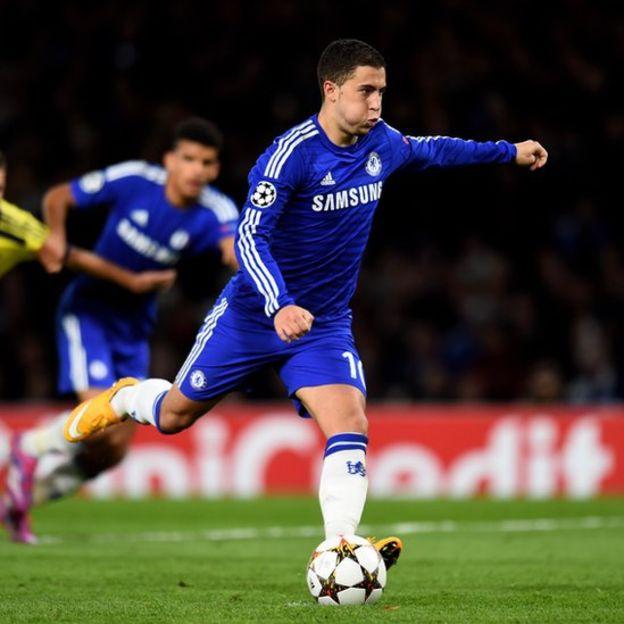 Hazard mantiene la mirada en el portero y no en la pelota cuando patea los penaltis. (Getty Images)