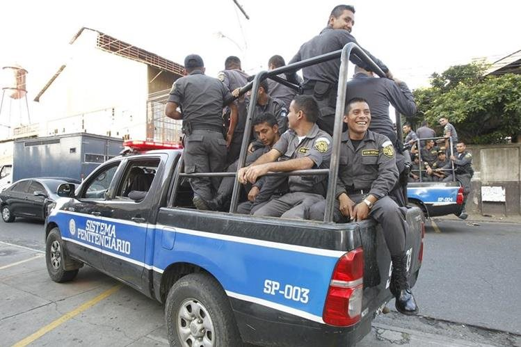 Los guardias del Sistema Penitenciario han denunciado carencias en la institución, desde alimentación, sanidad y transporte. (Foto Prensa Libre: Hemeroteca PL)