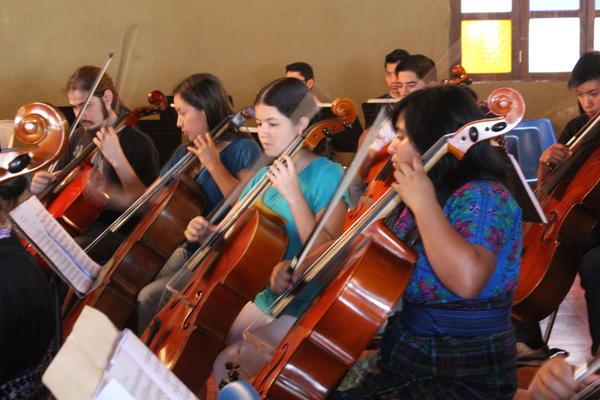Prácticas fueron en grupo e individuales. (Foto Prensa Libre: Ángel Julajuj)