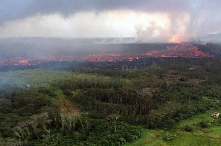 Flujo de lava que sale del volcán Kilauea en Hawái.(AFP).