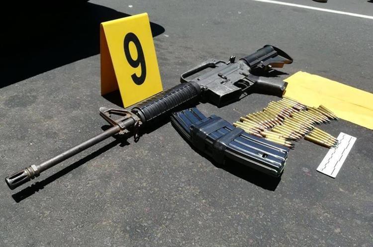 Uno de los fusiles decomisados a los pandilleros que perpetraron el ataque en el Hospital Roosevelt. (Foto Prensa Libre: PNC).
