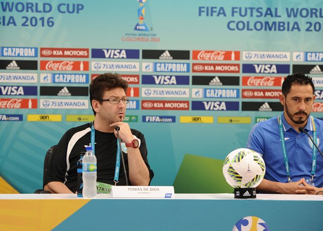 Tomás de Dios López, técnico de Guatemala, durante la conferencia de este jueves en Calí, Colombia. (Foto Prensa Libre: Francisco Sánchez).