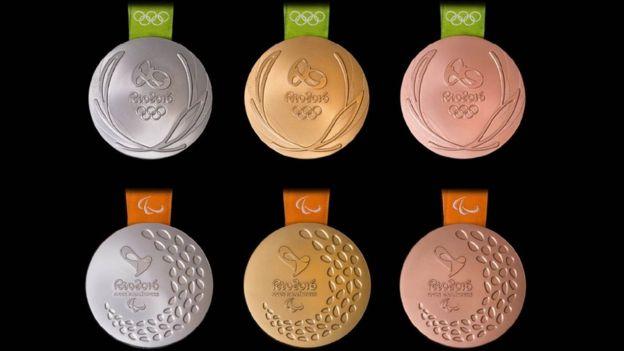 Las medallas de los juegos paralímpicos hacen ruido al ser sacudidas. (Río 2016)