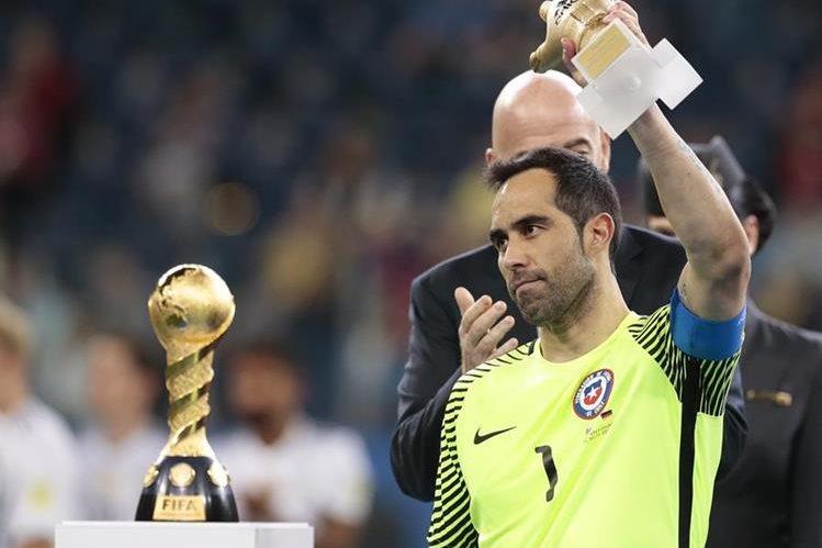 Bravo recibió un solo gol en la final que le costó el título a Chile. (Foto Prensa Libre: AP)