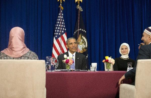 "<span class=""hps"">Barack</span> <span class=""hps"">Obama se reúne</span> <span class=""hps"">con dirigentes de</span> <span class=""hps"">la comunidad</span> <span class=""hps"">musulmana</span> <span class=""hps"">americana</span> <span class=""hps"">en</span> <span class=""hps"">Baltimore.</span>"