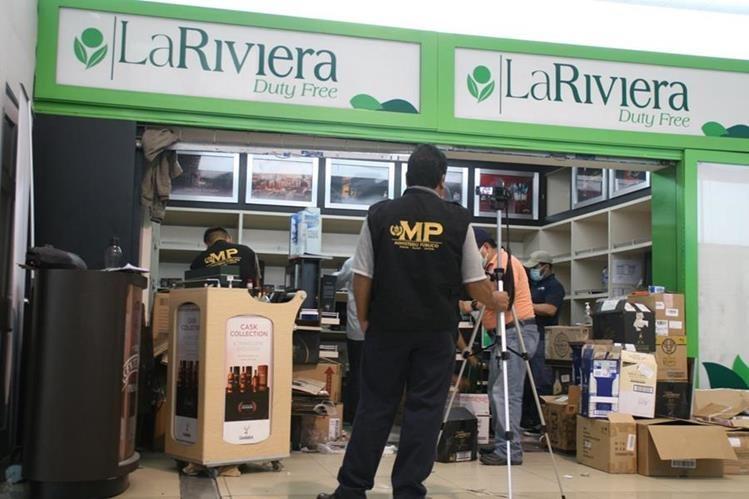 Las tiendas La Riviera fueron cerradas en agosto de 2015 en el aeropuerto la Aurora.(Foto Prensa Libre:Hemeroteca PL)