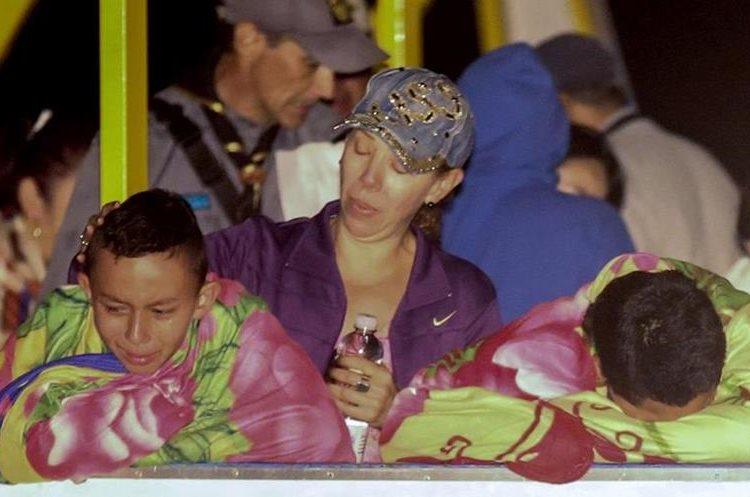 Socorristas continúan búsqueda de desaparecidos luego de naufragio en Colombia