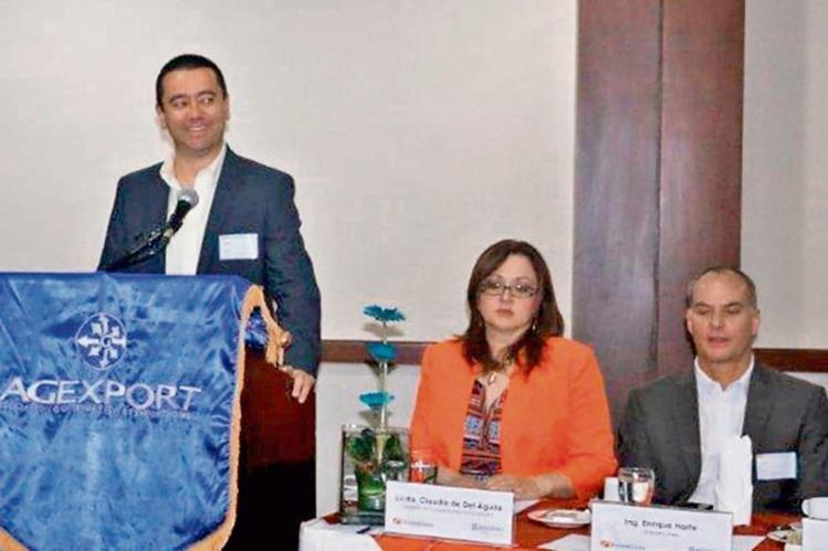 rolando solís, representante regional de StreamLines; Claudia de Del Águila, gerente de Competitividad de Agexport, y Enrique Harte, de la naviera.