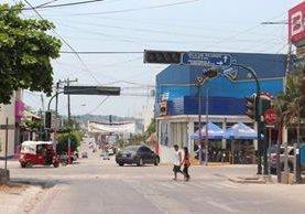 Área comercial de Flores, Petén, donde autoridades convocaron a un autoavalúo de bienes inmuebles. (Foto HemerotecaPL)