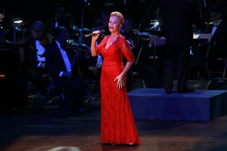 La cantante española se presentó en el Teatro Nacional. (Foto Prensa Libre: Estuardo Paredes)