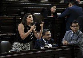 La presidenta de la Comisión de Derechos Humanos, Patricia Sandoval, informa al pleno sobre la terna que se eligió, de la cual deben seleccionar al próximo procurador. (Foto Prensa Libre: Hemeroteca PL)
